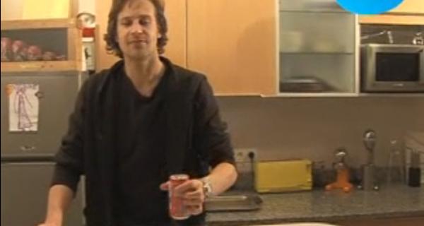 [Vidéo] Comment ouvrir une canette de coca secouée ?